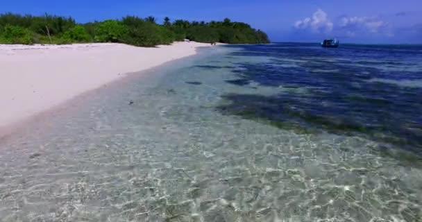 v00103 Maledivy krásné pláže pozadí bílé písečné tropický ráj ostrov s modrou oblohu moře vody oceánu 4k