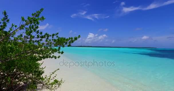 v00138 Maledivy krásné pláže pozadí bílé písečné tropický ráj ostrov s modrou oblohu moře vody oceánu 4k