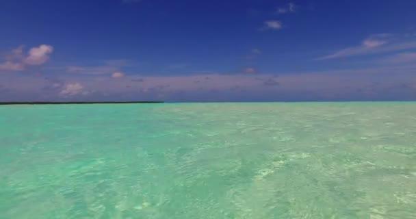 v00193 Maledivy krásné pláže pozadí bílé písečné tropický ráj ostrov s modrou oblohu moře vody oceánu 4k