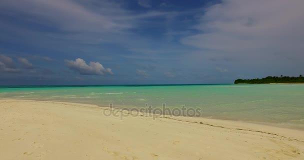 v00202 Maledivy krásné pláže pozadí bílé písečné tropický ráj ostrov s modrou oblohu moře vody oceánu 4k