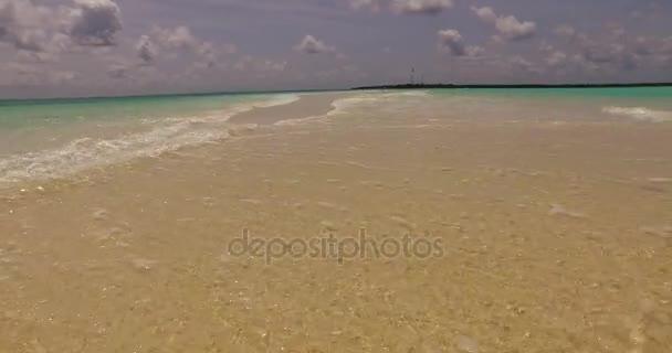 v00182 Maledivy krásné pláže pozadí bílé písečné tropický ráj ostrov s modrou oblohu moře vody oceánu 4k