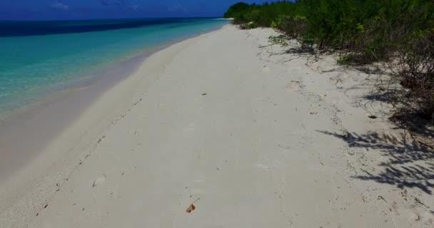 v00245 Maledivy krásné pláže pozadí bílé písečné tropický ráj ostrov s modrou oblohu moře vody oceánu 4k