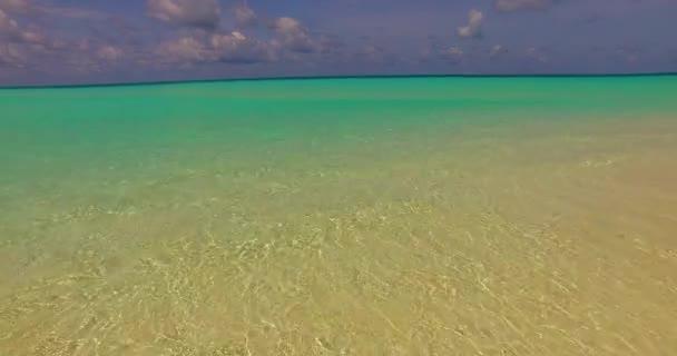 v00260 Maledivy krásné pláže pozadí bílé písečné tropický ráj ostrov s modrou oblohu moře vody oceánu 4k