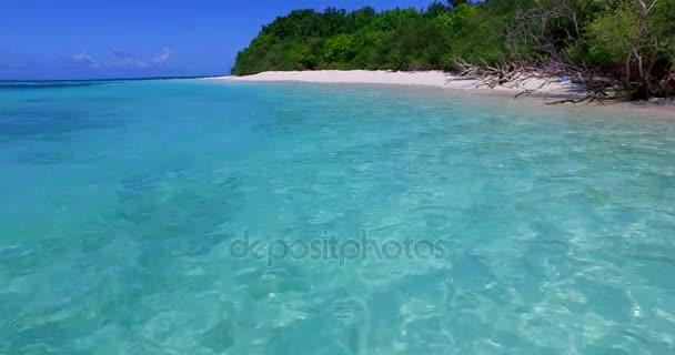 v00276 Maledivy krásné pláže pozadí bílé písečné tropický ráj ostrov s modrou oblohu moře vody oceánu 4k