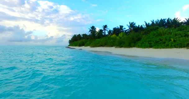 v00277 Maledivy krásné pláže pozadí bílé písečné tropický ráj ostrov s modrou oblohu moře vody oceánu 4k