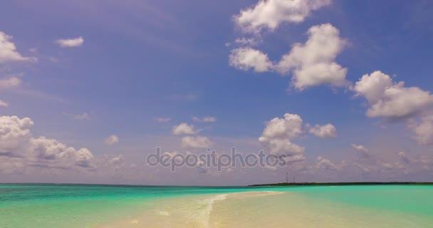 v00224 Maledivy krásné pláže pozadí bílé písečné tropický ráj ostrov s modrou oblohu moře vody oceánu 4k