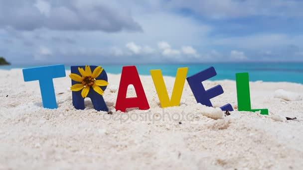 v00677 Maledivy krásné pláže pozadí bílé písečné tropický ráj ostrov s modrou oblohu moře vody oceánu 4k textu cestování
