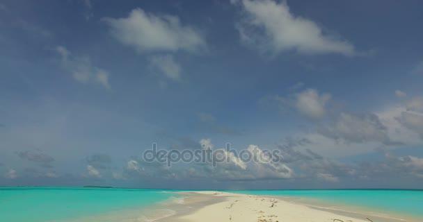 v00702 Maledivy krásné pláže pozadí bílé písečné tropický ráj ostrov s modrou oblohu moře vody oceánu 4k mělčině