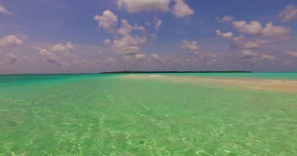 v00710 Maledivy krásné pláže pozadí bílé písečné tropický ráj ostrov s modrou oblohu moře vody oceánu 4k