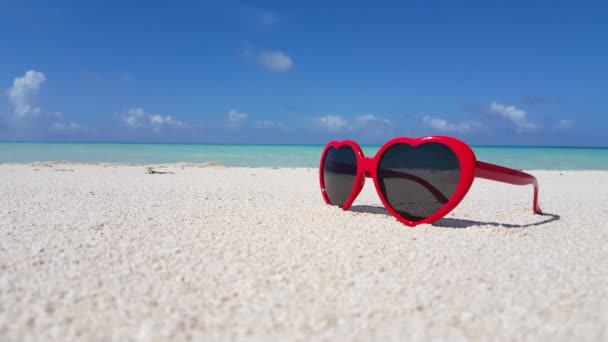 v00733 Maldives beautiful beach background white sandy tropical paradise island with blue sky sea water ocean 4k red sunglasses