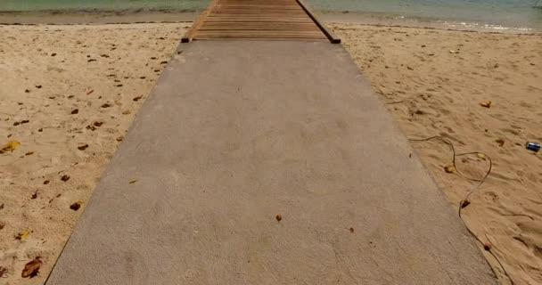 v00896 Maledivy krásné pláže pozadí bílé písečné tropický ráj ostrov s modrou oblohu moře vody oceánu 4k molu pier pontonu