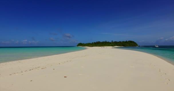 v00902 Maledivy krásné pláže pozadí bílé písečné tropický ráj ostrov s modrou oblohu moře vody oceánu 4k mělčině