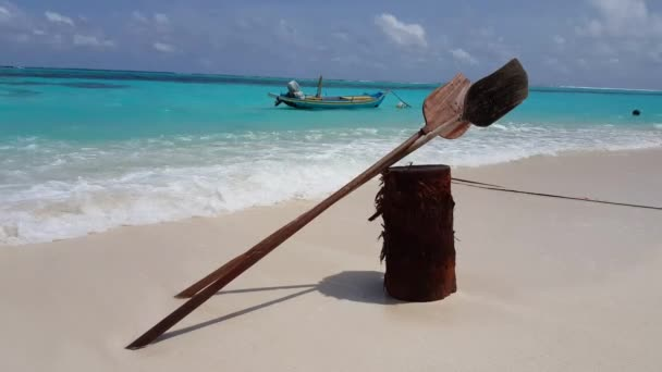 v00983 Maledivy krásné pláže pozadí bílé písečné tropický ráj ostrov s modrou oblohu moře vody oceánu 4k lodní vesla