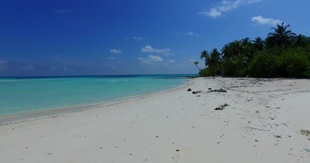 v07639 Maledivy pozadí krásné bílé písčité pláže na ostrově sunny tropický ráj s aqua blue sky moře vody oceánu 4k
