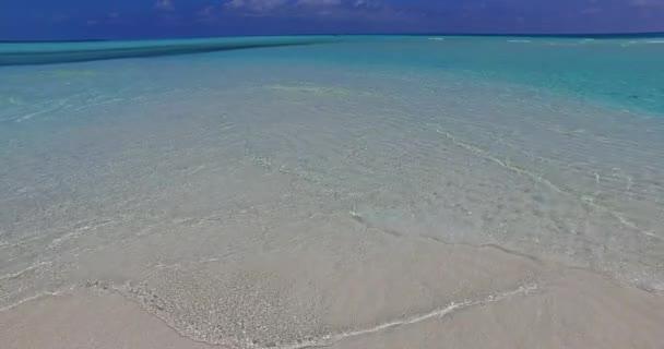 v07621 Maledivy pozadí krásné bílé písčité pláže na ostrově sunny tropický ráj s aqua blue sky moře vody oceánu 4k