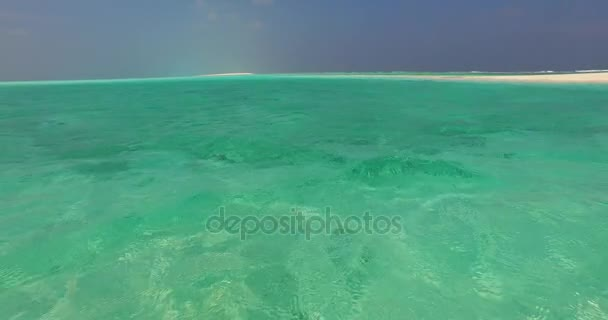 v07789 Maledivy pozadí krásné bílé písčité pláže na ostrově sunny tropický ráj s aqua blue sky moře vody oceánu 4k