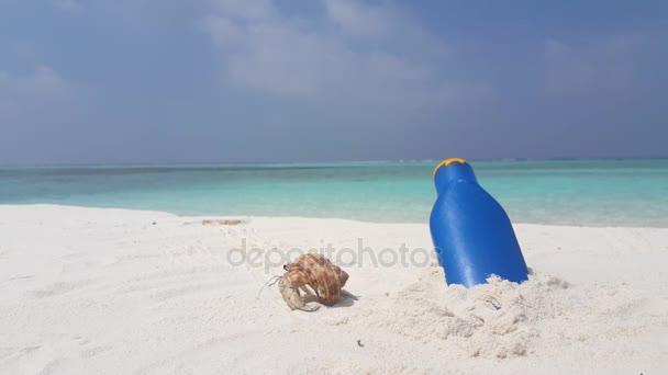 v07575 Maledivy bílá písečná pláž sluneční krém na slunečné tropické paradise island s aqua blue sky moře vody oceánu 4k