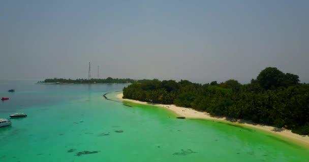 v05153 letecké létající dron pohled na Maledivy bílá písečná pláž na ostrově sunny tropický ráj s aqua blue sky moře vody oceánu 4k