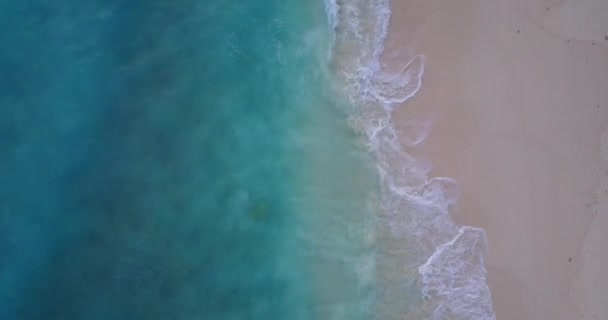 v10007 vlny vody textury lámání a burácení s DRONY létající pohled aqua modré a zelené čisté moře oceánu