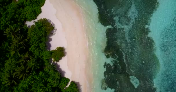 v10644 Maledivy pláž s bílým pískem tropické ostrovy s DRONY letecké létání pohled s aqua modré mořské vody a slunečnou oblohou