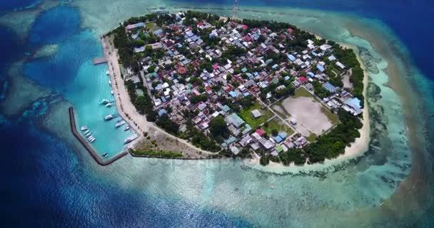 v10551 Maledivy pláž s bílým pískem tropické ostrovy s DRONY letecké létání pohled s aqua modré mořské vody a slunečnou oblohou
