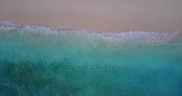 v10026 vlny vody textury lámání a burácení s DRONY létající pohled aqua modré a zelené čisté moře oceánu