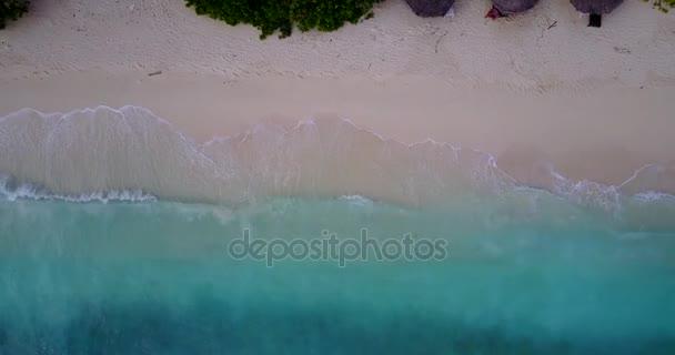 v10042 vlny vody textury lámání a burácení s DRONY létající pohled aqua modré a zelené čisté moře oceánu
