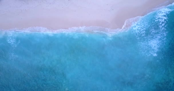 v11208 vlny vody textury lámání a burácení s DRONY létající pohled aqua modré a zelené čisté moře oceánu