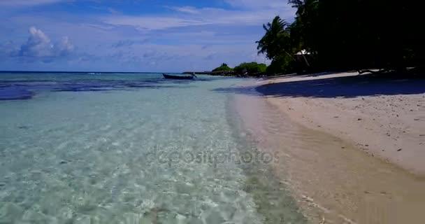 v11551 Maledivy pláž s bílým pískem tropické ostrovy s DRONY letecké létající ptáci oko zobrazení s aqua modré mořské vody a slunečnou oblohou