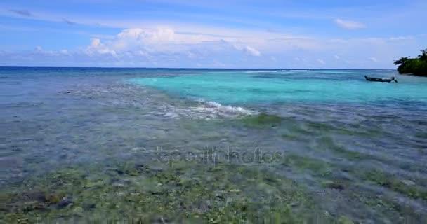 v12403 Maledivy pláž s bílým pískem tropické ostrovy s DRONY letecké létající ptáci oko zobrazení s aqua modré mořské vody a slunečnou oblohou