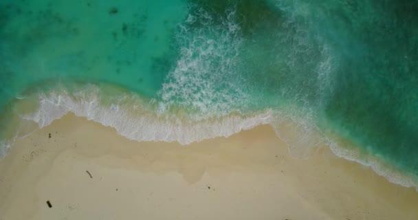 v12188 vlny vody textury lámání a burácení s DRONY létající pohled aqua modré a zelené čisté moře oceánu