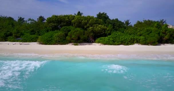 v13521 Maledivy pláž s bílým pískem tropické ostrovy s DRONY letecké létající ptáci oko zobrazení s aqua modré mořské vody a slunečnou oblohou