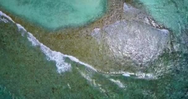 v13253 vlny vody textury lámání a burácení s DRONY létající pohled aqua modré a zelené čisté moře oceánu
