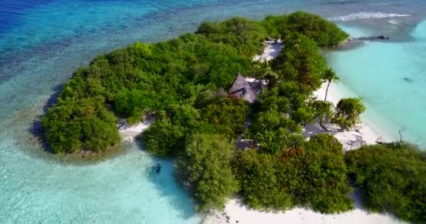 v13583 Maledivy pláž s bílým pískem tropické ostrovy s DRONY letecké létající ptáci oko zobrazení s aqua modré mořské vody a slunečnou oblohou