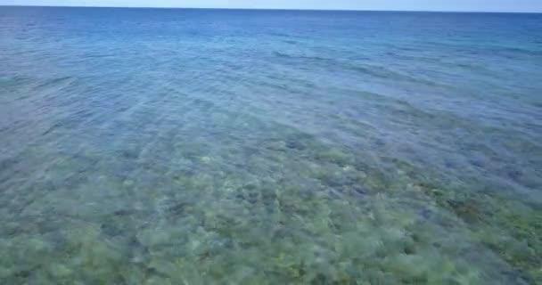 v14216 vlny vody textury lámání a burácení s DRONY létající pohled aqua modré a zelené čisté moře oceánu