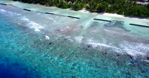 v14789 Maledivy pláž s bílým pískem tropické ostrovy s DRONY letecké létající ptáci oko zobrazení s aqua modré mořské vody a slunečnou oblohou