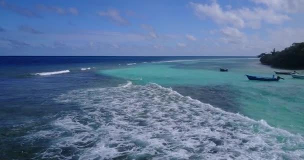 v14072 vlny vody textury lámání a burácení s DRONY létající pohled aqua modré a zelené čisté moře oceánu