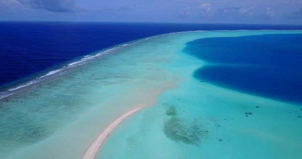 v14678 Maledivy pláž s bílým pískem tropické ostrovy s DRONY letecké létající ptáci oko zobrazení s aqua modré mořské vody a slunečnou oblohou
