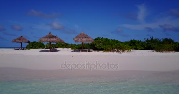v14797 Maledivy pláž s bílým pískem tropické ostrovy s DRONY letecké létající ptáci oko zobrazení s aqua modré mořské vody a slunečnou oblohou