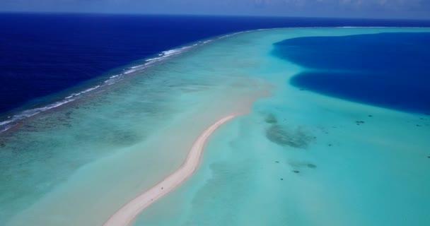 v14662 Maledivy pláž s bílým pískem tropické ostrovy s DRONY letecké létající ptáci oko zobrazení s aqua modré mořské vody a slunečnou oblohou
