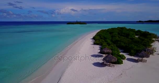 v15349 Maledivy pláž s bílým pískem tropické ostrovy s DRONY letecké létající ptáci oko zobrazení s aqua modré mořské vody a slunečnou oblohou