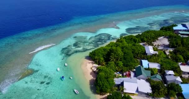 v15437 Maledivy pláž s bílým pískem tropické ostrovy s DRONY letecké létající ptáci oko zobrazení s aqua modré mořské vody a slunečnou oblohou