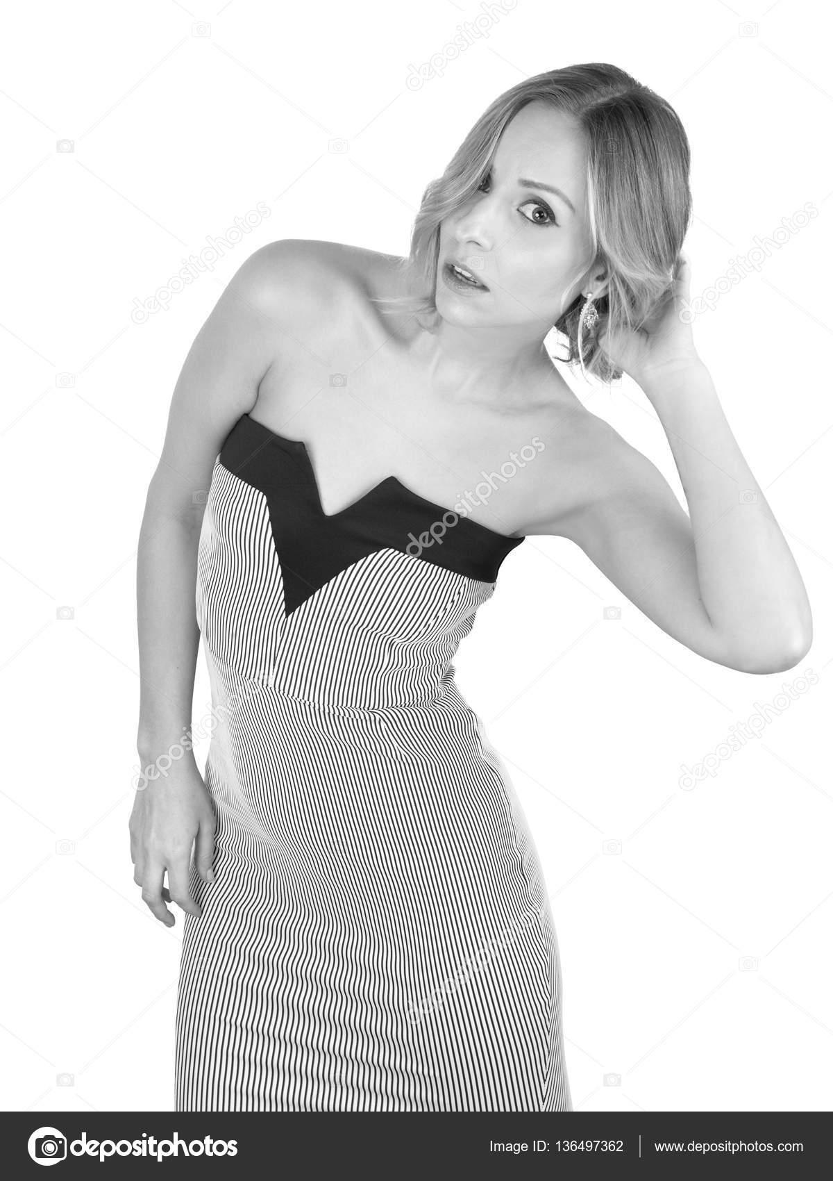 Очаровательная блондинка на черно-белом фото картинки, большой зад и узкая талия видео