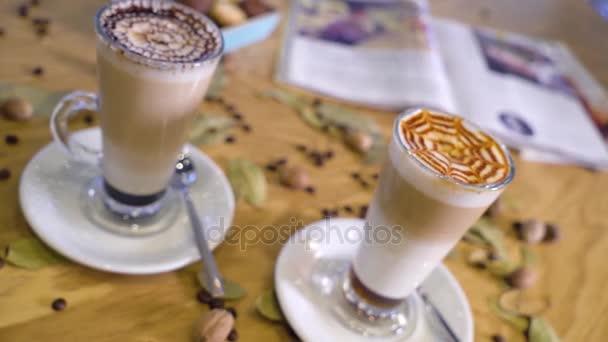 Készen áll a csésze kávét inni