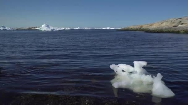 Eisberge auf dem arktischen Ozean in der Provinz Ilulissat, Grönland.