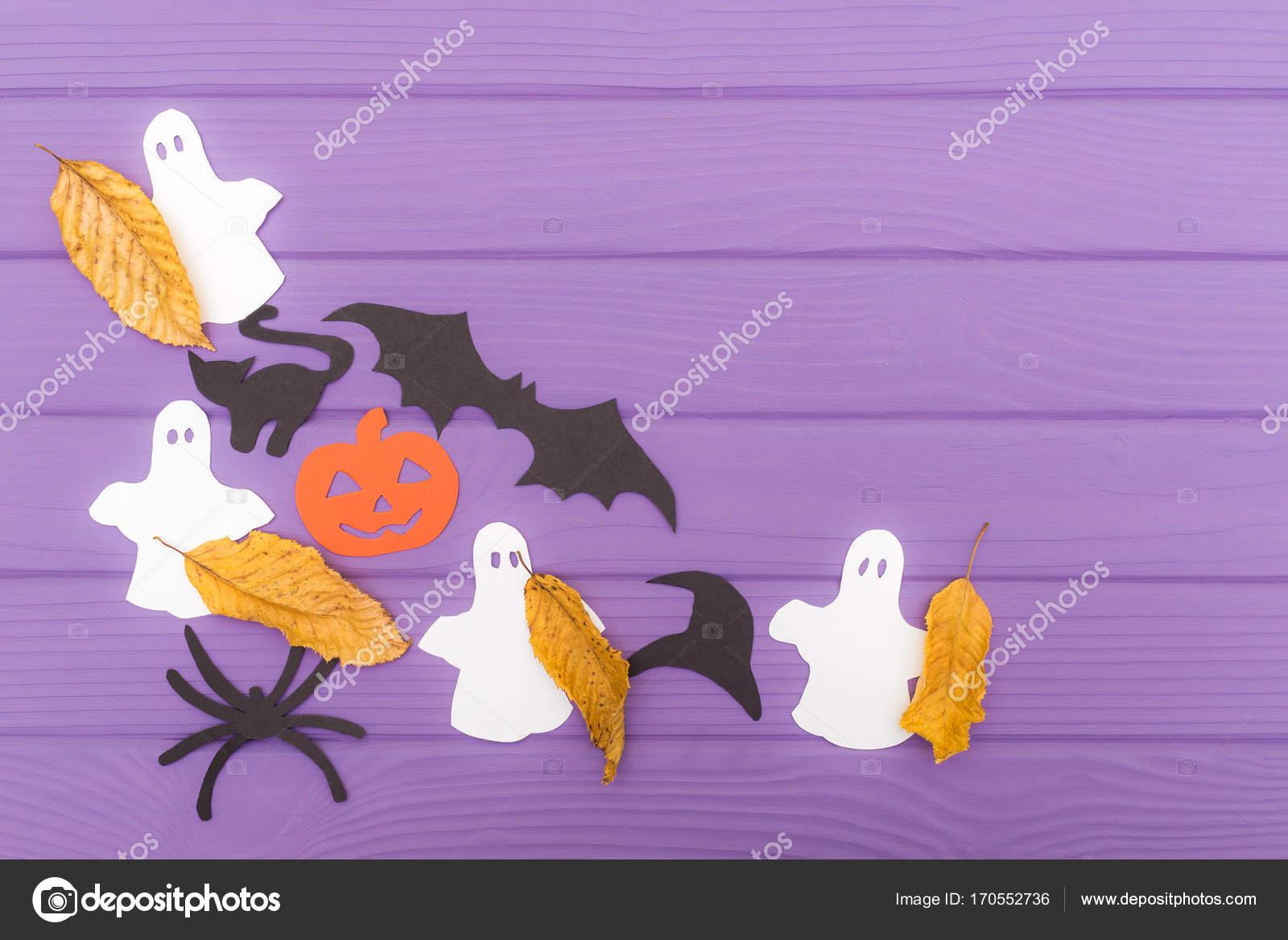 Las siluetas de papel diferentes cortan con tijeras con hojas de ...