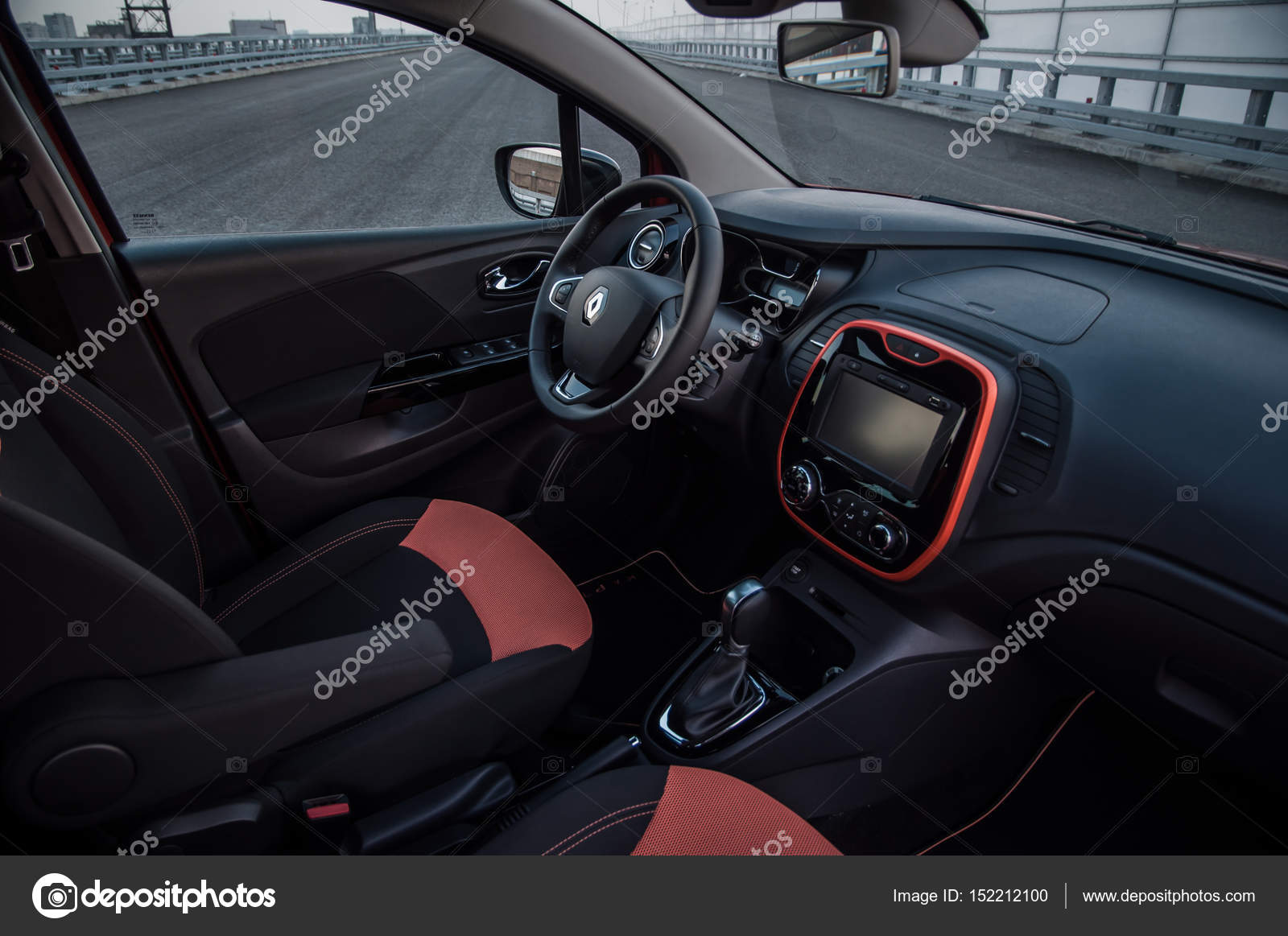 russie moscou 25 juillet 2016 renault kaptur voiture de crossover captur vue int rieure. Black Bedroom Furniture Sets. Home Design Ideas