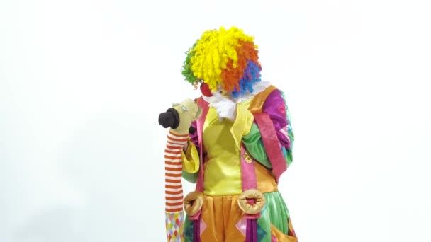 Jövő cirkuszi bohóc játszó báb mulatságosan