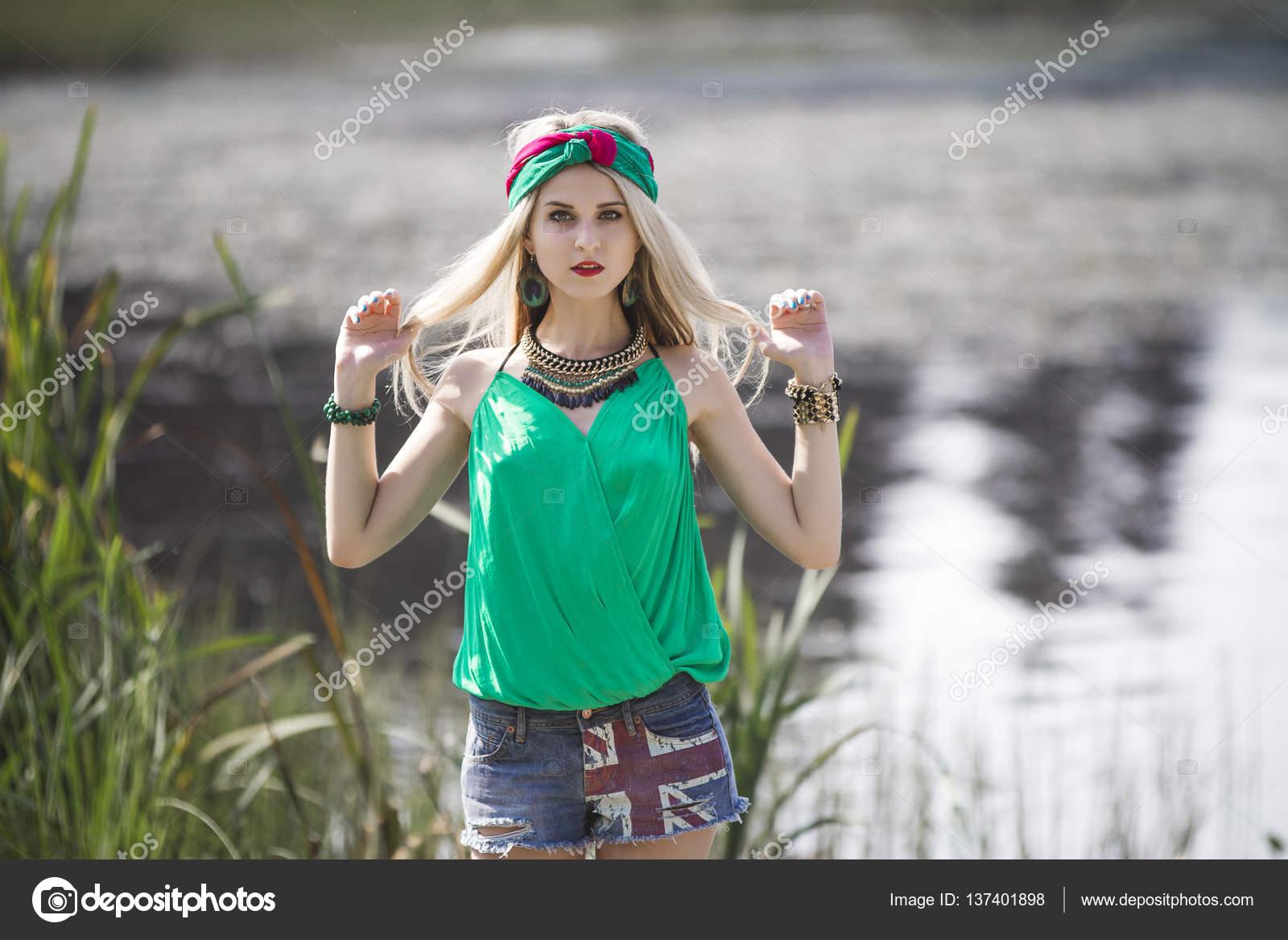 foto-blondinka-v-trusikah-u-vodi-analnaya-pornuha-so-zrelimi-foto
