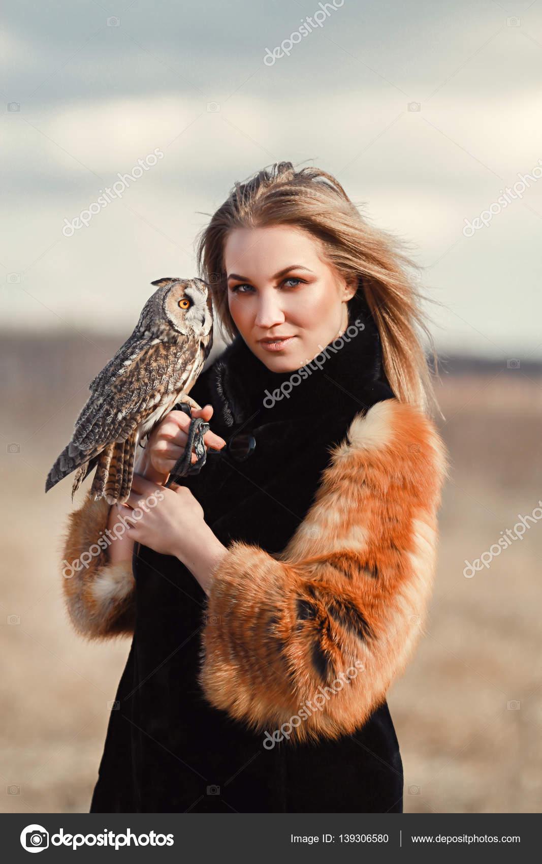 Manteau Un Fourrure Belle Dans Femme Hibou De Sur Avec dxeCBrWo